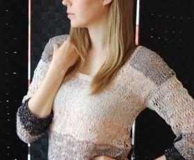 Glänzender Pullover